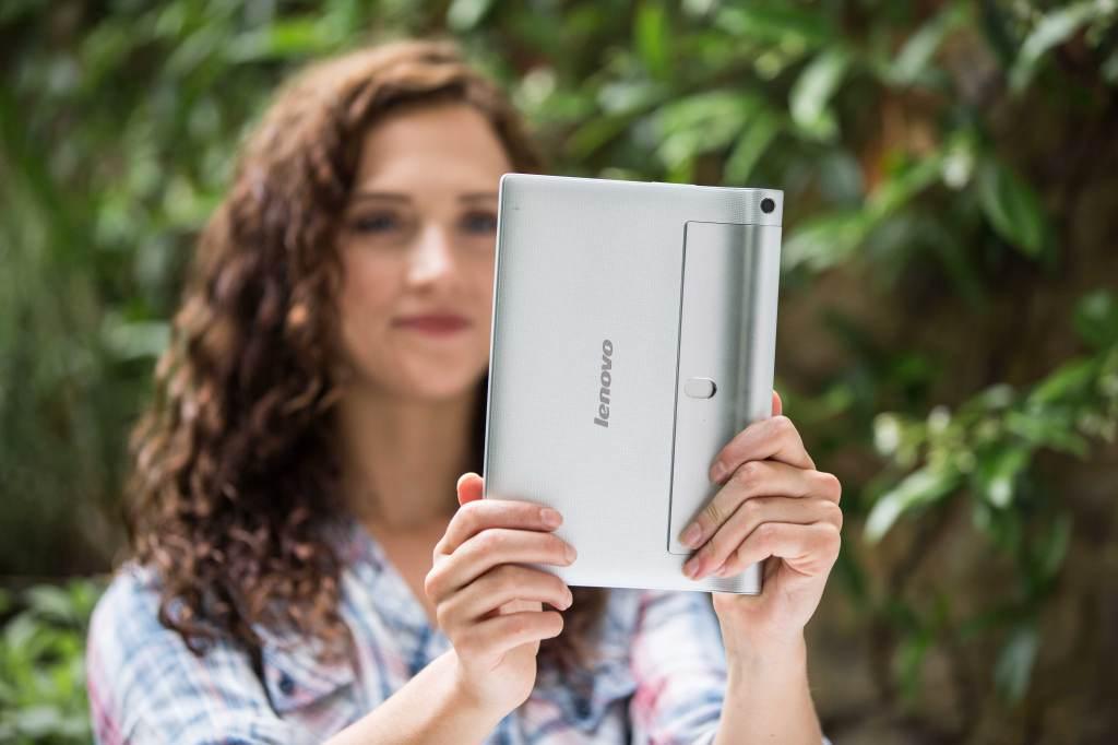 http://www.howtablet.ru/wp-content/uploads/2015/02/%D0%9A%D0%B0%D0%BC%D0%B5%D1%80%D0%B0-Lenovo-Yoga-Tablet-2.08.jpg