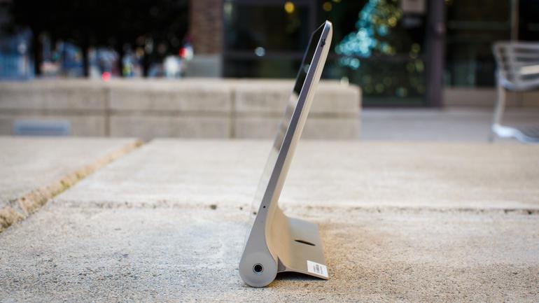 Lenovo Yoga Tablet 2 8 на подставке