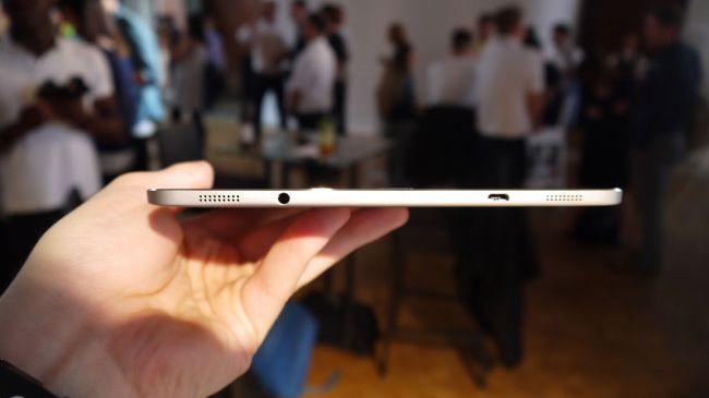 Дно планшета Galaxy Tab S2
