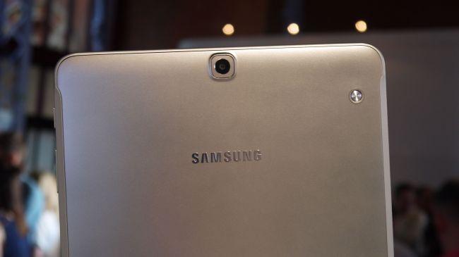 Задняя камера Samsung Galaxy Tab S2