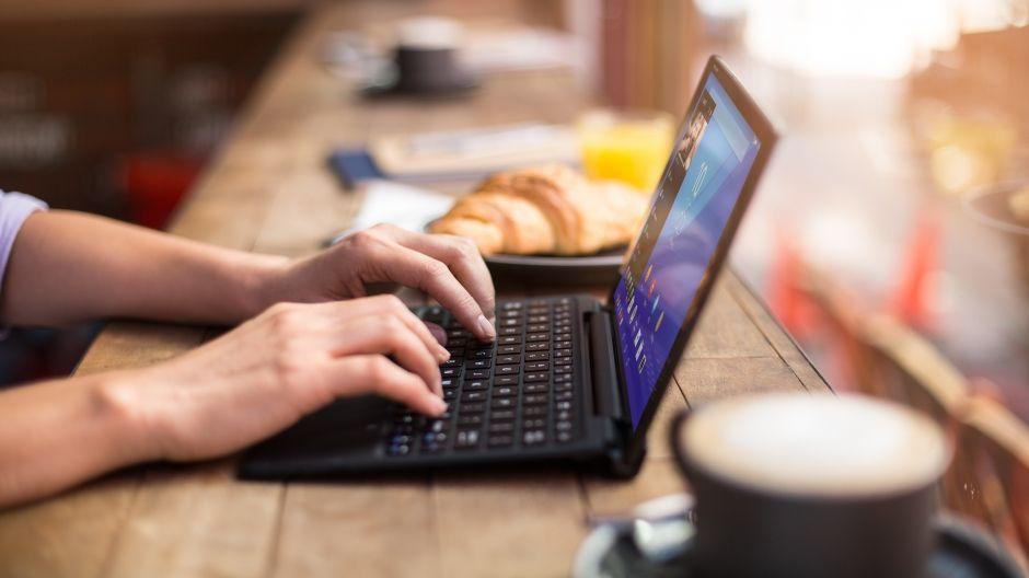 Планшет с клавиатурой - Sony Xperia Z4 Tablet