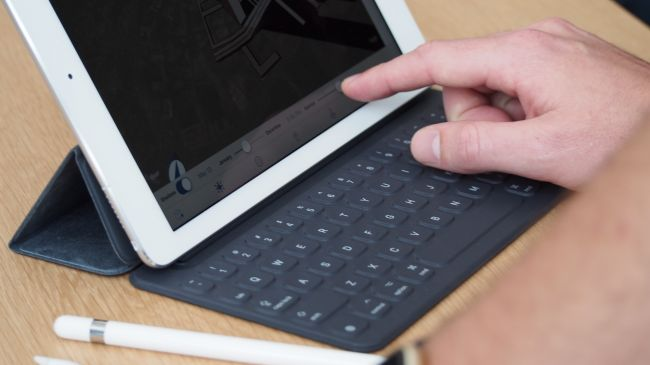 Сравнение iPad Pro 9.7 и Surface Pro 4