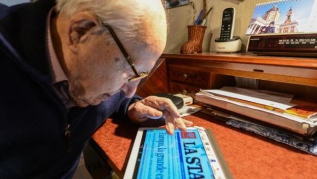 104-летний гражданин и планшет Samsung