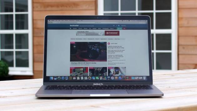Лучший ноутбук для учебы - Apple MacBook Pro 13 (Late 2016)
