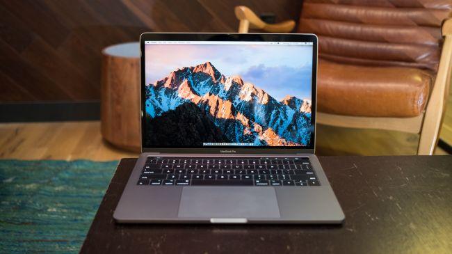Лучший ноутбук для учебы - Apple MacBook Pro 13 (Mid, 2017)
