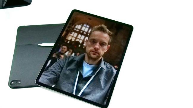 Селфи на iPad Pro 2018