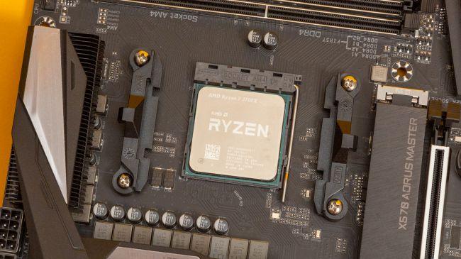 Процессор AMD Ryzen 7 3700X на материнской плате