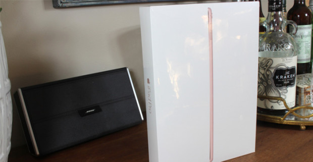 Коробка с планшетом Apple iPad Pro 9.7