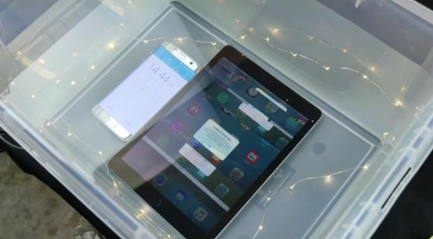 Планшет iPad Pro 9.7 в воде
