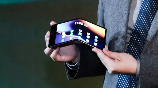 Гибкий смартфон Royole