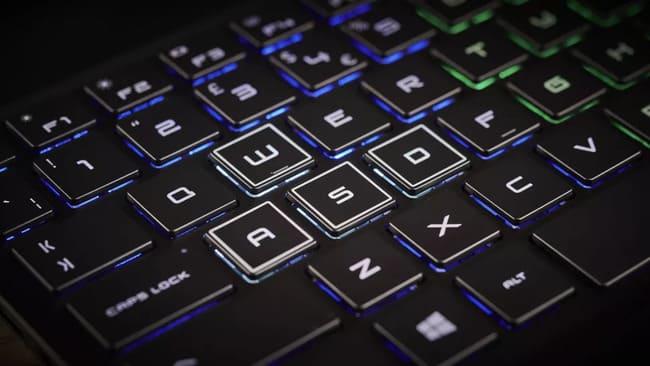 Крупным планом клавиатура HP Omen 15 (2020)