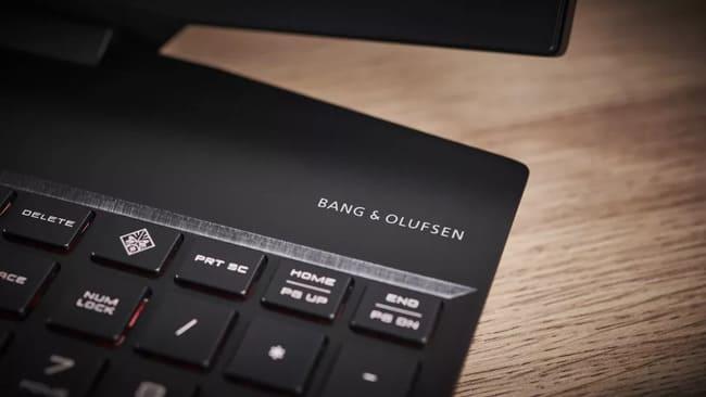 Подпись Bang and Olufsen на HP Omen 15 (2020)