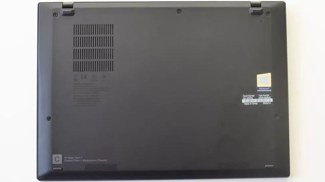 Нижняя сторона Lenovo ThinkPad X1 Nano