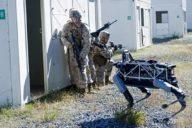 Робот Boston Dynamics Mule на военных учениях