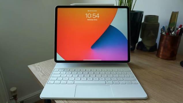 iPad Pro 12.9 (2021) с Magic Keyboard и Apple Pencil
