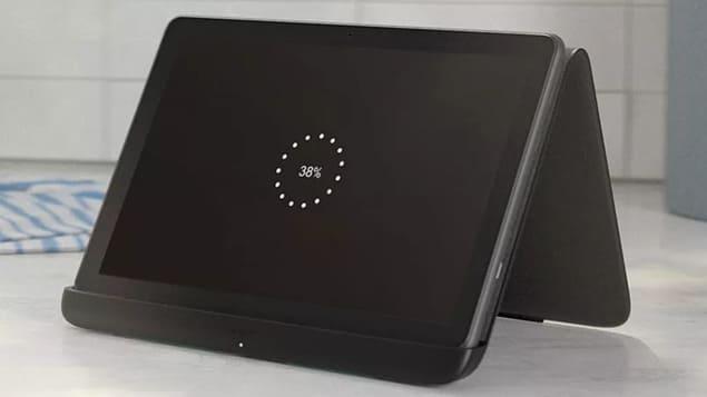 Amazon Fire HD 10 Plus (2021) в док-станции