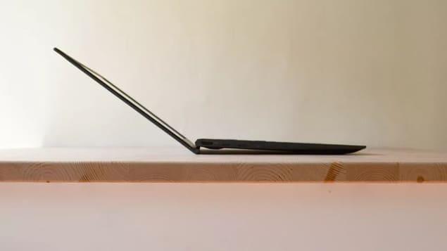 Подставка через экран Asus ZenBook 13 (2021)