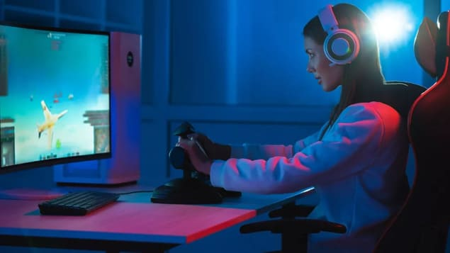 Девушка геймер